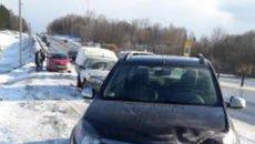 Под Смоленском водителя, попавшего в ДТП, сбила автоледи на «Рено»