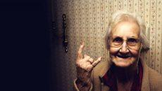 В Смоленске 76-летняя пенсионерка сумела отбиться от грабителя