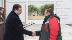 Алексей Островский открыл крупнейшую в Смоленской области машинно-тракторную станцию «Хиславичи»