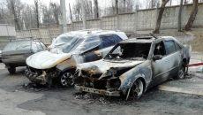 В Сети появились фото сгоревших ночью машин в Смоленске