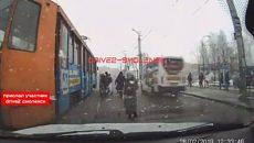 В Смоленске опасный маневр водителя маршрутки попал на видео