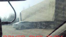 В Смоленске тягач с прицепом смял Jaguar