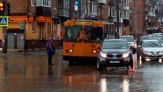 Троллейбус врезался в кроссовер на оживлённом перекрёстке в Смоленске