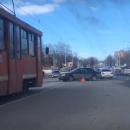 https://smolensk-i.ru/auto/mesto-dtp-na-tramvaynyih-putyah-v-smolenske-snyali-na-video_275449