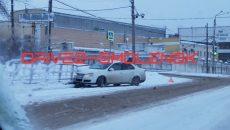 В Смоленске иномарка вылетела с шоссе и врезалась в ограду