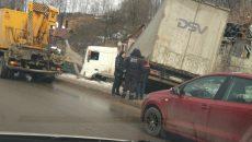 В Смоленске последствия ДТП с фурой и рекламным щитом сняли на видео