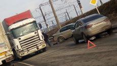 В Смоленске место столкновения фуры и легковушки сняли на видео