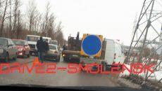 В Смоленске авария с грузовыми авто ограничила движение по улице в промзоне