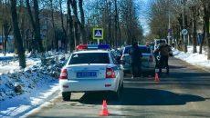 Под Смоленском таксист врезался в иномарку