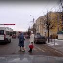 https://smolensk-i.ru/auto/v-smolenske-ezdu-marshrutki-na-krasnyiy-po-perehodu-snyali-na-video_276938