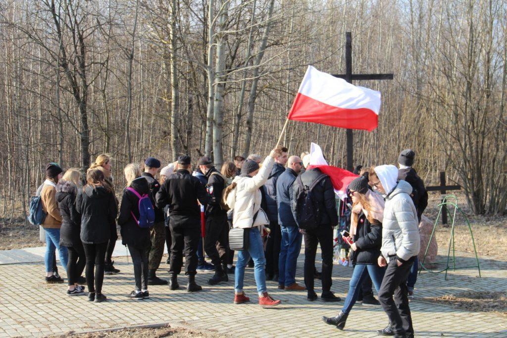 В Смоленске представители польской молодёжи почтили память жертв авиакатастрофы_1