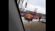 В Смоленске «пробку» машин и трамваев из-за аварии сняли на видео