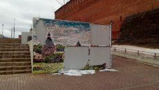 В Смоленске вандалы вновь изуродовали арт-панно на набережной Днепра