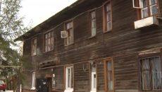 «Несущая стена рухнула». Жителям аварийного дома в Смоленске пообещали ремонт вместо расселения