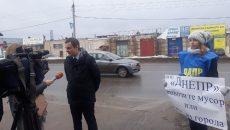 В Смоленске активисты ЛДПР провели акцию протеста против нерегулярного вывоза мусора