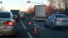 Последствия столкновения двух большегрузов под Смоленском сняли на видео