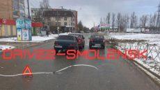 В Смоленске сразу три машины столкнулись на улице Попова