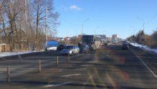В Смоленске рейсовый автобус попал в двойную аварию