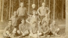 Уникальное фото смоленских футболистов начала XX века появилось в Сети