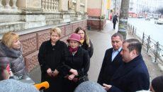 Алексей Островский поручил отремонтировать здание поликлиники в Смоленске