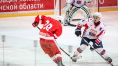 В Смоленске «Монолит» выиграл первую игру финала городского чемпионата по хоккею с шайбой