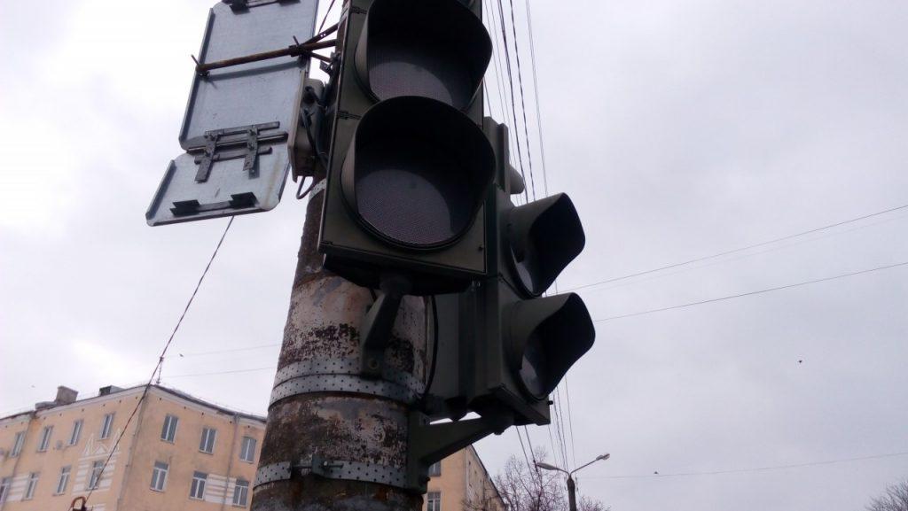 неработающие светофоры на пересечении улиц Николаева - Октябрьской революции 14.03.2019 в Смоленске_1