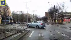 В Смоленске опасный поворот иномарки через полосу сняли на видео