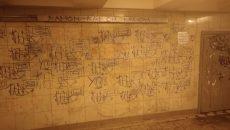 В Смоленске вандалы изуродовали подземный переход на площади Победы
