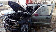 В Смоленске прохожие не смогли потушить горящую «Шевроле Ниву»
