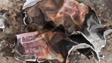 В Смоленске вор украл два миллиона рублей и сжёг половину из них