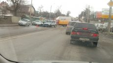 В Смоленске грузовик строительного супермаркета столкнулся с легковушкой