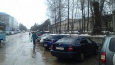 В Смоленске автомобилисты перекрыли трамвайную остановку