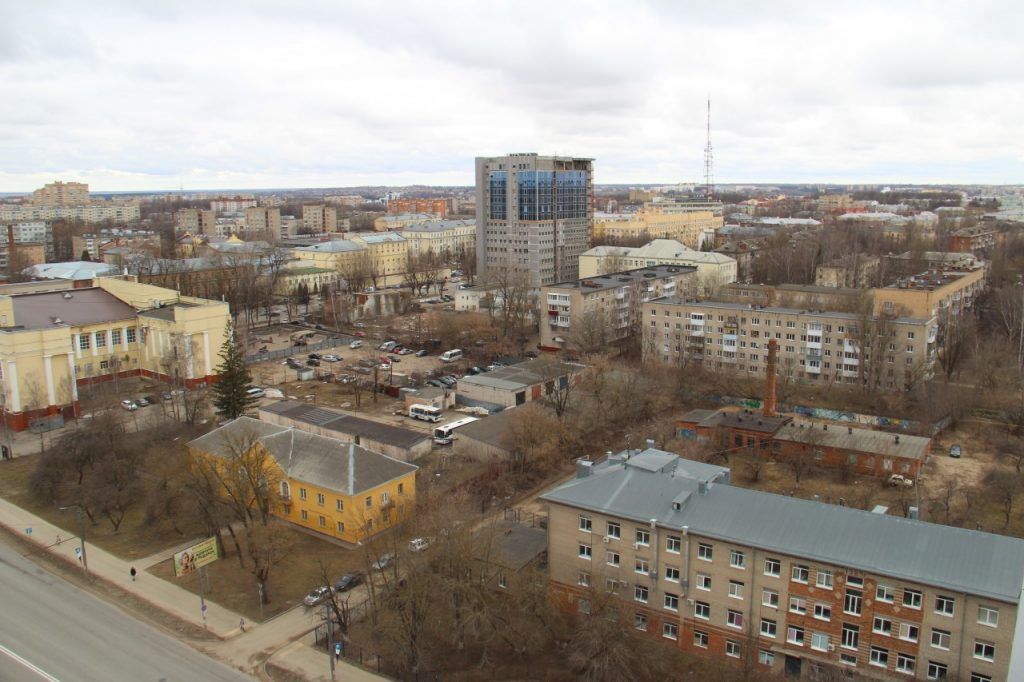вид с ул. Кирова на торгово-деловой центр Гагаринский, башня Шитова
