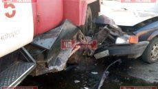 Под Смоленском легковушка протаранила пожарную машину