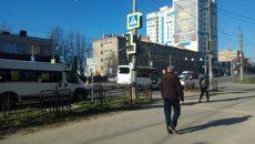 В Смоленске ДТП с маршруткой ограничило движение по улице Кирова