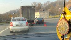 В Смоленске авария осложнила движение на поворотном кольце