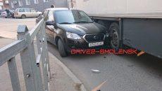 В Смоленске ДТП с фурой затруднило движение по одной из центральных улиц
