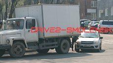 В Смоленске вновь случилась авария с грузовиком на повороте