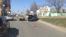 В Смоленске ДТП перед перекрёстком перекрыло половину дороги