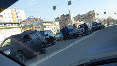 В Смоленске столкновение легкового авто и джипа спровоцировало затор