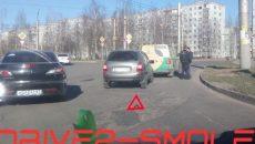 В Смоленске «Калина» врезалась в фургон на поворотном кольце