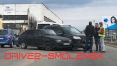 В Смоленске кроссовер и «девятка» вылетели на «встречку» из-за столкновения
