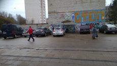 В Смоленске женщина отомстила автохаму за парковку возле трамвайной остановки