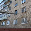 https://smolensk-i.ru/accidents/pod-smolenskom-goryashhuyu-kvartiru-v-mnogoetazhke-prishlos-tushit-cherez-okno_280003