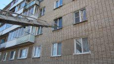 Под Смоленском горящую квартиру в многоэтажке пришлось тушить через окно