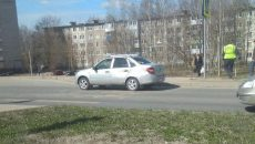 В Смоленске после столкновения с грузовиком «Гранта» съехала на обочину