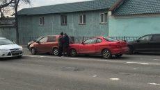 В Смоленске спортивное купе врезалась в малолитражку на шоссе