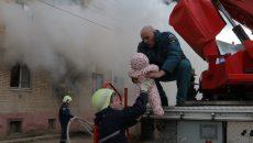В Смоленске при пожаре в многоквартирном доме спасли больше 10 человек