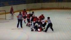 В Смоленске подрались юные хоккеисты. Инцидент попал на видео