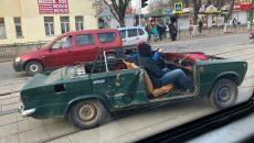 В Смоленске оригинальный кабриолет-самоделку сняли на видео